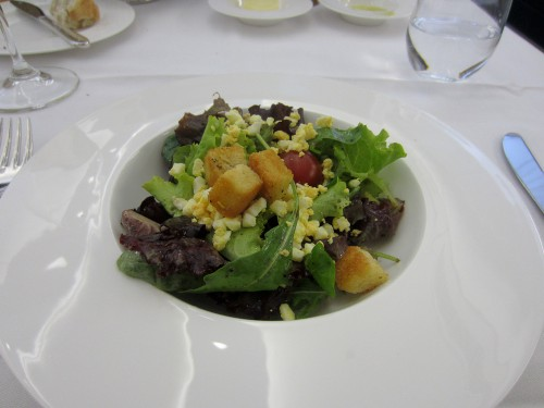 Green salad w/egg, croutons, & cherry tomato