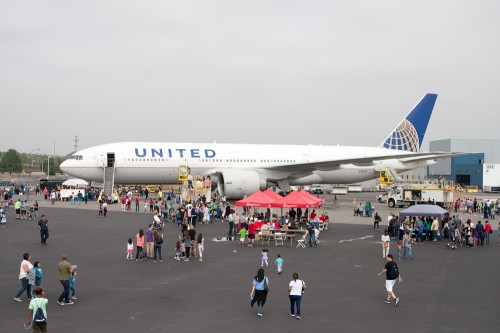 United 777-200 Newark Airport family day